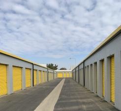 Storage King USA - 067 - Fresno - Weber Ave - Photo 2