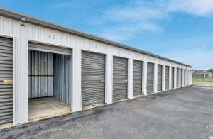 Image of Mount Storage - Seguin Facility on 1419 Fleming Drive  in Seguin, TX - View 3