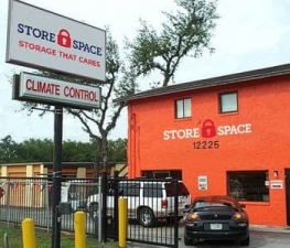 Image of Store Space Self Storage - #1044 Facility at 12225 North 56th Street  Temple Terrace, FL