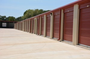 Image of GuardBox Storage Facility on 2935 FM 521 Rd  in Fresno, TX - View 4