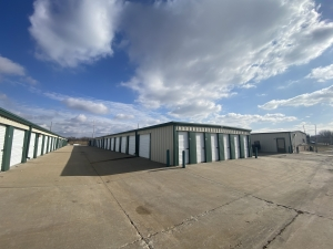 Image of Spare Garage Self Storage - Topeka Facility on 4431 Southeast California Avenue  in Topeka, KS - View 2