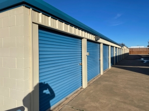 Image of Budget Mini Storage Facility on 816 West State Highway 152  in Mustang, OK - View 3