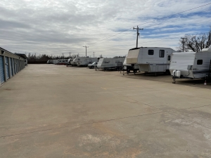 Image of Budget Mini Storage Facility on 816 West State Highway 152  in Mustang, OK - View 4