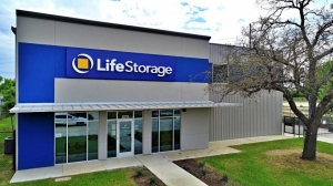 Image of Life Storage - San Antonio - 870 Hot Wells Boulevard Facility on 870 Hot Wells Boulevard  in San Antonio, TX - View 2