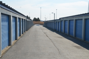 Image of Highway 41 Self Storage Facility on 300 OLD SKOKIE ROAD  in Park City, IL - View 2