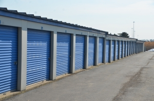 Image of Highway 41 Self Storage Facility on 300 OLD SKOKIE ROAD  in Park City, IL - View 3