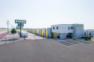 Image of Storage King USA - 076 - Colorado Springs - Platte Ave Facility on 4825 East Platte Avenue  in Colorado Springs, CO - View 3