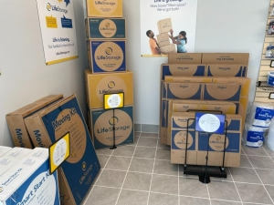 Life Storage - Tampa - 2119 West Hillsborough Avenue - Photo 1