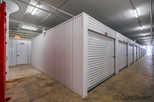 Image of CubeSmart Self Storage - IL Chicago 35th Street Facility on 1038 West 35th Street  in Chicago, IL - View 4