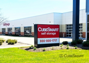 Image of CubeSmart Self Storage - IL Wheaton E Roosevelt Road Facility on 1830 East Roosevelt Road  in Wheaton, IL - View 3