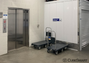 Image of CubeSmart Self Storage - IL Willowbrook Quincy Avenue Facility on 7605 South Quincy Street  in Willowbrook, IL - View 4