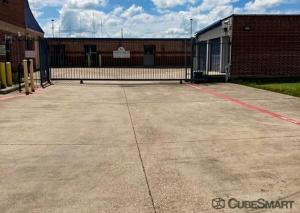 Image of CubeSmart Self Storage - TX Cedar Hill East Beltline Road Facility on 611 E Beltline Rd  in Cedar Hill, TX - View 4