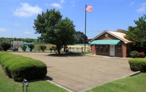 Image of Hy & Dry Self Storage Facility on 4735 Robinson Road  in Jackson, MS - View 2