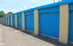 Image of Hy & Dry Self Storage Facility on 4735 Robinson Road  in Jackson, MS - View 3