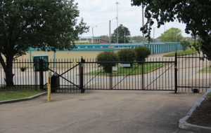 Image of Hy & Dry Self Storage Facility on 4735 Robinson Road  in Jackson, MS - View 4