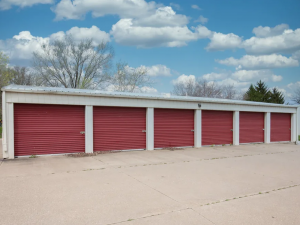 Image of Storage Rentals of America - Bettendorf - Valley Dr. Facility on 5507 Valley Drive  in Bettendorf, IA - View 2