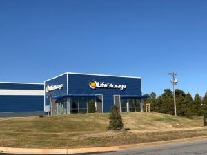 Image of Life Storage - Thomasville - 1450 East Sunrise Avenue Facility on 1450 East Sunrise Avenue  in Thomasville, NC - View 4