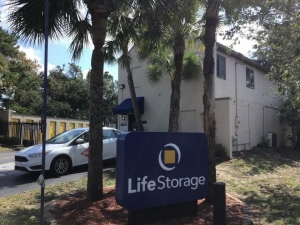 Image of Life Storage - Mount Pleasant Facility on 1471 Center St Ext  in Mt Pleasant, SC - View 4