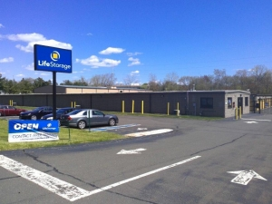 Image of Life Storage - North Haven Facility on 30 Stillman Rd  in North Haven, CT - View 3