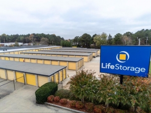 Image of Life Storage - Morrow Facility on 1375 Commerce Rd  in Morrow, GA - View 3
