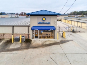 Image of Life Storage - Morrow Facility on 1375 Commerce Rd  in Morrow, GA - View 4