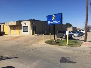 Image of Life Storage - Arlington - Duncan Perry Road Facility on 1061 Duncan Perry Rd  in Arlington, TX - View 4