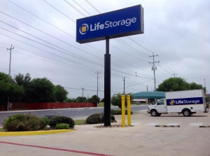 Picture 4 of Life Storage - San Antonio - Tezel Road - FindStorageFast.com