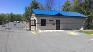 Image of Life Storage - Liverpool Facility on 7266 Henry Clay Blvd  in Liverpool, NY - View 4