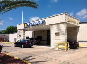 Life Storage - Beaumont - College Street