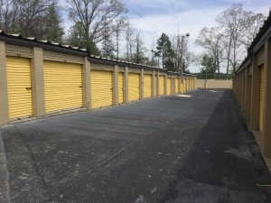 Image of Life Storage - Chattanooga - 6601 Lee Highway Facility on 6601 Lee Hwy  in Chattanooga, TN - View 3