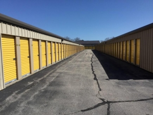 Image of Life Storage - East Greenwich - South County Trail Facility on 2771 S County Trl  in East Greenwich, RI - View 3