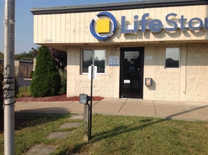Image of Life Storage - Warren - Elm Road Northeast Facility on 3787 Elm Rd NE  in Warren, OH - View 4