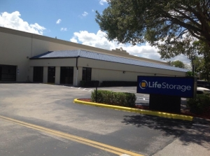Image of Life Storage - Boca Raton Facility on 9900 SW 18th St  in Boca Raton, FL - View 3