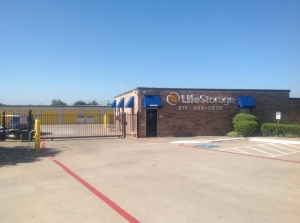 Image of Life Storage - Euless Facility on 1151 W Euless Blvd  in Euless, TX - View 2