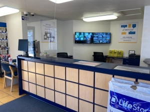 Image of Life Storage - Glendale - 59th Avenue Facility on 13902 N 59th Ave  in Glendale, AZ - View 3