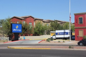 Image of Life Storage - Phoenix - East Bell Road Facility on 1928 E Bell Rd  in Phoenix, AZ - View 3