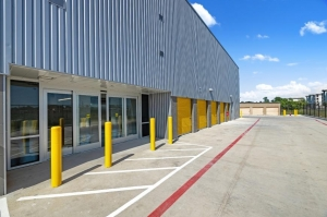 Image of Life Storage - Seabrook Facility on 3400 Bayport Blvd  in Seabrook, TX - View 3