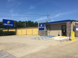 Image of Life Storage - Bessemer Facility on 3551 Bessemer Super Hwy  in Bessemer, AL - View 4