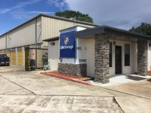 Image of Life Storage - League City - 2410 East Main Street Facility on 2410 E Main St  in League City, TX - View 3