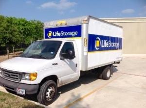 Life Storage - San Antonio - Hunt Lane