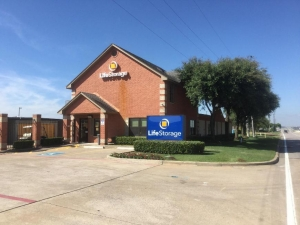 Image of Life Storage - Duncanville Facility on 1010 E. Highway 67  in Duncanville, TX - View 4