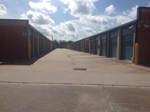 Image of Life Storage - Missouri City Facility on 4717 Cartwright Rd  in Missouri City, TX - View 2