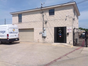 Image of Life Storage - Austin - South 1st Street Facility on 6509 S 1st St  in Austin, TX - View 3