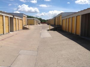 Image of Life Storage - Austin - South 1st Street Facility on 6509 S 1st St  in Austin, TX - View 4