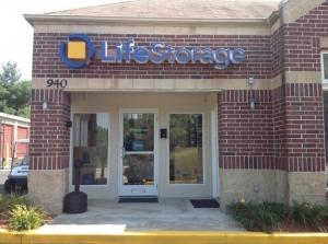 Image of Life Storage - Florissant - Shackelford Road Facility on 940 Shackelford Rd  in Florissant, MO - View 2