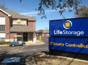 Image of Life Storage - Hurst Facility on 88 Grapevine Hwy  in Hurst, TX - View 4