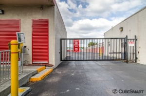 Image of CubeSmart Self Storage - Margate - 5500 Nw 15th St Facility on 5500 NW 15th St  in Margate, FL - View 4