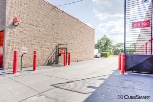 Image of CubeSmart Self Storage - North Babylon Facility on 240 Bay Shore Road  in North Babylon, NY - View 4