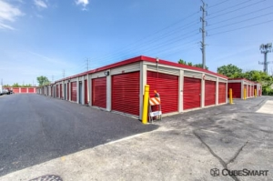 CubeSmart Self Storage - Bellwood - Photo 5