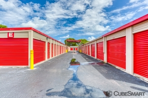 Image of CubeSmart Self Storage - West Palm Beach - 7501 S. Dixie Highway Facility on 7501 S. Dixie Highway  in West Palm Beach, FL - View 2